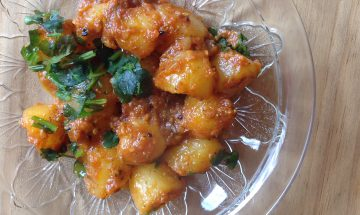 Dum Aloo (Boiled Baby Potatoes)